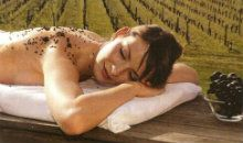TUSCAN VINEYARDS Exciting and involving Rituales to enjoy alone or in couple. A gentle exfoliation with Grape seeds above a fragrant and relaxing bath, for mineralise skin. The massage comes with Note Divine oils, designed to improve circulation, restore balance and leave skin revived and luminescent from head to toe. The relax and the Baracchi wine testing will complete this inebriant moment #massage #tuscany #baracchiwinery #cortona