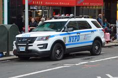 Old Police Cars, Police Truck, Police Vehicles, Emergency Vehicles, Joining The Police, Blue Line Police, New York Police, Police Uniforms, Ford Explorer