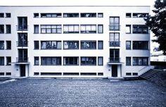 Bauhaus architecture - Mehrfamilienhaus Weißenhofsiedlung Stuttgart - Ludwig Mies van der Rohe 1927.jpg