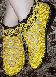 Crochet Slipper Boots, Crochet Sandals, Knit Shoes, Crochet Slippers, Crochet Jacket Pattern, Beach Wedding Shoes, Crochet Magazine, Pretty Shoes, Knitting Socks