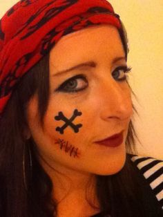 This women's pirate makeup tutorial is a great look for Halloween or other wwwhalloweencostu. This women's pirate makeup tutorial is a great look for Halloween or other year round pirate par Pirate Girl Makeup, Womens Pirate Makeup, Girls Makeup, Pirate Hair, Pirate Fancy Dress, Pirate Bandana, Maquillage Halloween, Halloween Makeup, Halloween Kids