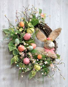 Check out best Spring and Easter decorating ideas. Spring decor ideas for home are all about bringing in exciting colors. Read for Spring/Easter decor. Easter Peeps, Easter Party, Easter Bunny, Diy Ostern, Easter Table, Easter Wreaths, Summer Wreath, Spring Wreaths, Easter Crafts