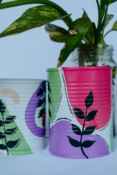 Painted Plant Pots, Painted Flower Pots, Painted Tin Cans, Paint Cans, Bottle Painting, Bottle Art, Tin Can Crafts, Diy And Crafts, Dot Art Painting