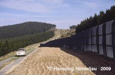 Während am Abend des 9.11.1989 die Mauer geöffnet wurde und zahlreiche Trabbis erstmalig Kurs gen Westen nahmen, blieb der Brockengipfel vorerst weiterhin unzugänglich. Dieses Bild wurde erst im April 1990 aufgenommen.