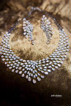 Indian Wedding Jewelry - Diamond Wedding Set | WedMeGood #wedmegood #Indianbride #indianwedding #bridal #diamond #solitaire #weddingjewelry #indianweddingjewelry #diamondjewelry