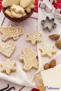 I biscotti di #Natale alle mandorle (almond Christmas cookies) sono così semplici da preparare e perfetti per un regalo natalizio. #ricetta #GialloZafferano #Christmas #italianfood http://speciali.giallozafferano.it/biscotti-di-Natale