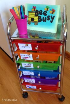 Frog Spot: Bee Busy - A system for your Fast Finishers! What a fun and easy to set up system, I love this idea! First Grade Classroom, Classroom Setting, Kindergarten Classroom, Future Classroom, School Classroom, Classroom Activities, Classroom Setup, Writing Center Kindergarten, Literacy