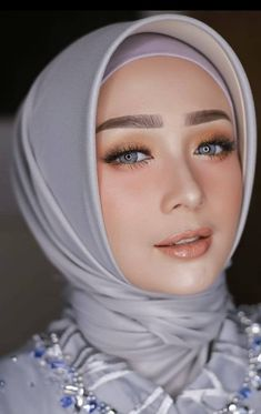 19 Ideas For Bridal Portraits Makeup Hair Wedding Hijab Styles, Hijab Wedding Dresses, Beautiful Muslim Women, Beautiful Hijab, Bridal Shower Bride Outfit, Hair Colour For Green Eyes, Simple Hijab, Wedge Wedding Shoes, Muslim Beauty