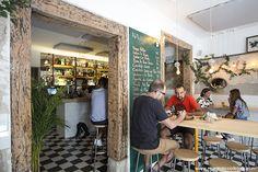 Navaja (Madrid). Restaurante fusión en Malasaña de cocina gallego-peruana está sorprendiendo a muchos por sus originales propuestas, como navajas con cacahuete, jengibre y tirabeque. ¿Ya lo has probado?