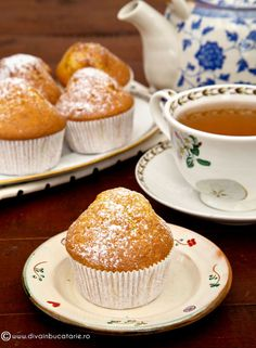 MUFFINS CU UNT SI VANILIE | Diva in bucatarie Romanian Food, Muffin Tins, Pastry Cake, Raw Vegan, Mini Cupcakes, Muffins, Deserts, Dessert Recipes, Cooking Recipes