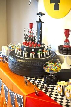 Boys rad race car themed birthday party table decoration centerpiece ideas part Hot Wheels Party, Hot Wheels Birthday, Race Car Birthday, 3rd Birthday, Birthday Ideas, Motocross Birthday Party, Birthday Party Table Decorations, Birthday Party Tables, Cars Birthday Parties
