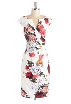 The most beautiful floral and flattering dress for spring. I love the fact that it comes it size 02 to size 24 ;)