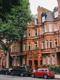 sloane square, london, england | cities in the united kingdom + travel destinations #wanderlust
