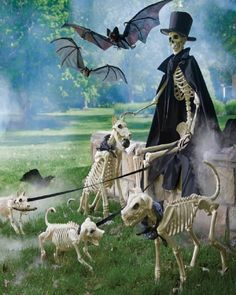 30 Spooky Cats, Bats and Rats Halloween Decor Ideas Fairy Halloween Costumes, Halloween Skeletons, Halloween House, Halloween Night, Holidays Halloween, Spooky Halloween, Halloween Stuff, Halloween 2020, Happy Halloween