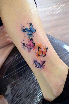 Javi Wolf: watercolor butterflies ❤ - tatoo - Tattoo World Watercolor Butterfly Tattoo, Butterfly Back Tattoo, Butterfly Tattoos For Women, Butterfly Tattoo Designs, Watercolor Wolf, Watercolor Tattoos, Colorful Butterfly Tattoo, Simple Butterfly, Colorful Tattoos