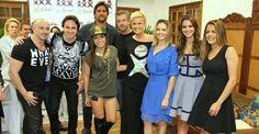 Xuxa recebe Anitta, Bruna Marquezine e famosos em festa de sua fundação