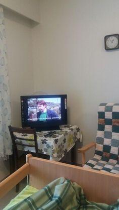 Sadepäivänä lepäillään ja katsotaan tv:tä