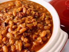 Every barbeque deserves to have warm baked beans there. Surprise everyone at your next barbeque with this recipe that will change baked beans forever. This Cheap Baked Beans recipe is full of flavor. Homemade Baked Beans, Baked Bean Recipes, Diet Recipes, Cooking Recipes, Beans Recipes, Healthy Cooking, Cooking Time, Healthy Recipes, Recipes