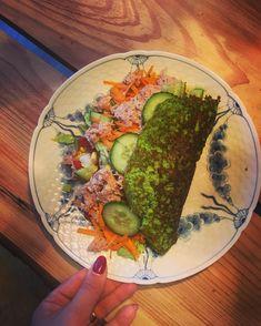 broccolibrød pandekage/wrap med fyld Opskrift Recept matpannkaka broccolibröd: 1,5dl broccoli 1/2 - 1 dl persille  1 dl mælk  2 spsk vand (ønsket konsistens) 1 spsk fiberhusk 1/2 tsk salt 1/2 tsk peber 2 æg - de kan godt vær lidt svære at vende - diet dk
