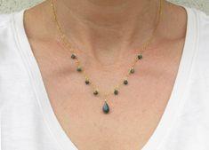 Emerald Pendant, Emerald Necklace, Birthstone Necklace, Turquoise Necklace, Pretty Necklaces, Metal Necklaces, Beautiful Necklaces, Circle Pendant Necklace, Drop Necklace