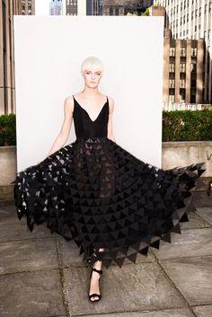 The complete Oscar de la Renta Resort 2018 fashion show now on Vogue Runway. Fashion 2018, Fashion Week, Love Fashion, Runway Fashion, Fashion Show, Fashion Dresses, Fashion Design, Vogue, Elie Saab