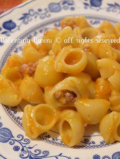 CONCHIGLIE ALLA ZUCCA, PORRI E SALSICCIA http://www.lacuocapasticciona.com/2011/12/conchiglie-alla-zucca-porri-e-salsiccia.html