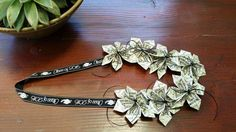 Money bouquet one dollar bills perfect for by bydezign on Etsy 10 Dollar Bill, Dollar Money, Dollar Bills, One Dollar, Graduation Gifts For Friends, Graduation Leis, Money Lei, Printable Play Money, Money Bouquet