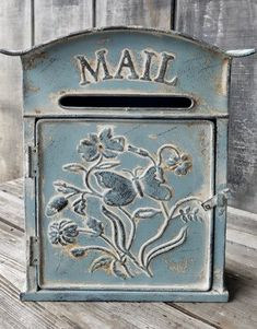Beautiful Distressed Shabby Metal Mail Box w/ Butterfly & Flowers Full View Antique Mailbox, Vintage Mailbox, Old Mailbox, Farmhouse Mailboxes, Farmhouse Decor, Urban Farmhouse, Farmhouse Ideas, French Cottage Decor, Cottage Decorating