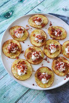 Avocado rolls and surimi - Clean Eating Snacks Tapas Recipes, Snack Recipes, Tapas Ideas, Crab Recipes, Party Recipes, Tapas Dinner, Tapas Menu, Tapas Party, Healthy Sweet Snacks