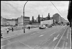 Bildarchiv 02-prenzlauer-berg - Gerd Danigel - Fotograf aus Berlin | Schoenhauser-Allee-57-17.9.1990