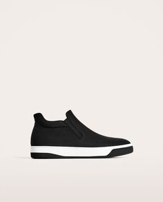 BLACK HIGH-TOP SNEAKERS WITH NO FASTENING