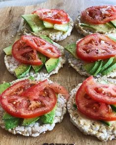 Simple dinner/snack idea for those nights your not all that hun. Healthy Food To Lose Weight, Healthy Eating Tips, Healthy Meal Prep, Healthy Snacks, Vegetarian Recipes, Healthy Recipes, Love Food, Food Porn, Yummy Food