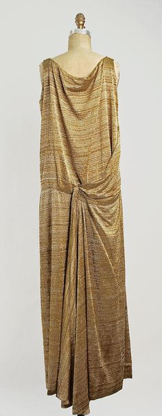 1922 Jean Patou Evening dress Back of Dress Metropolitan Museum of Art, NY See more museum vintage dresses at http://www.vintagefashionandart.com/dresses