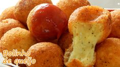Veja essa e outras receitas em www.receitasqueamo.com.br INGREDIENTES • 500g de muçarela ralada • 3 colheres de parmesão ralado • 1 ovo levemente batido • 1/...