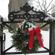 Washington Irving's Grave at Sleepy Hollow Cemetery. Tarrytown New York, Sleepy Hollow Cemetery, Briarcliff Manor, Finding A House, Christmas Wreaths, Washington, Real Estate, Snow, Spaces