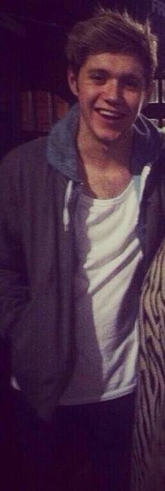 He looks so casual and cute. And also slightly drunk and that's the greatest -E