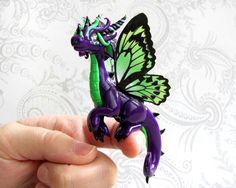 Dragon papillon vert et violet