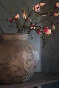 Altar Vases: More Wabi-sabi vase design. Just a simple vase with beautiful, unembellished form. Wabi Sabi, Deco Floral, Arte Floral, Ikebana, French Country House, Country Living, Country Style, Beautiful Flowers, Fresh Flowers