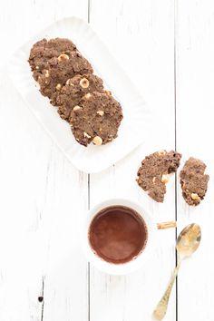 Biscotti all'acqua con farina di grano saraceno e nocciole. Senza glutine. Vegan.