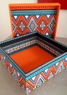 Painted Wooden Boxes, Painted Trays, Creative Box, Creative Crafts, Drawing Room Furniture, Peacock Decor, Blue Pottery, Tea Box, Bottle Art