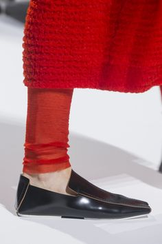 Jil Sander Fall 2018 Fashion Show Details - The Impression Jil Sander, Velvet Slippers, Silver Shoes, Gold Flats, Autumn Fashion 2018, Cheap Shoes Online, Designer Shoes, Fashion Show, Milan Fashion
