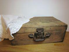 Maleta de madera comprada en rastro de antiguedades
