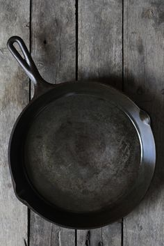 How To Clean and Season an Old, Rusty Cast Iron Skillet — Apartment Therapy Tutorials
