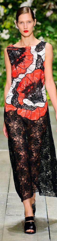 Laura Biagiotti Spring Summer 2016 Ready-To-Wear Catwalk Fashion, Red Fashion, High Fashion, Fashion Show, Fashion Outfits, Womens Fashion, Fashion Design, Spring Summer Fashion, Spring 2016