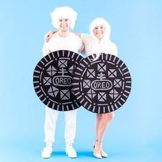 Save this DIY Halloween couples costume tutorial to learn how to make a Double-Stuffed OREO costume.