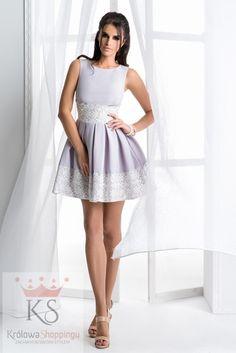 912f561217 Rozkloszowana mini szara sukienka z koronką