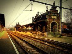 Set-Recherche in Belgien. Der Bahnhof von Binche hat was.