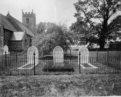 The Gravestones of Maharaja Duleep Singh his wife and son at St Andrews church on the Elveden Estate. on the other side of the road behind that big Tree there is the Glebe House BB, end of excurse.