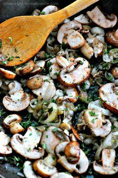 Warm Mushroom and Arugula Salad - Recipes Arugula Salad Recipes, Easy Salad Recipes, Easy Salads, Vegetarian Recipes, Dinner Recipes, Cooking Recipes, Healthy Recipes, Kale Recipes, Avocado Recipes