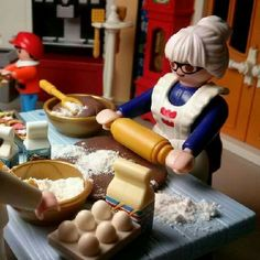 Mrs Lady whippin up some cookies Playmobil Sets, Fairy Garden Doors, Doll Toys, Dolls, Lego Worlds, Tiny World, Lego Duplo, Toys Photography, Toddler Crafts